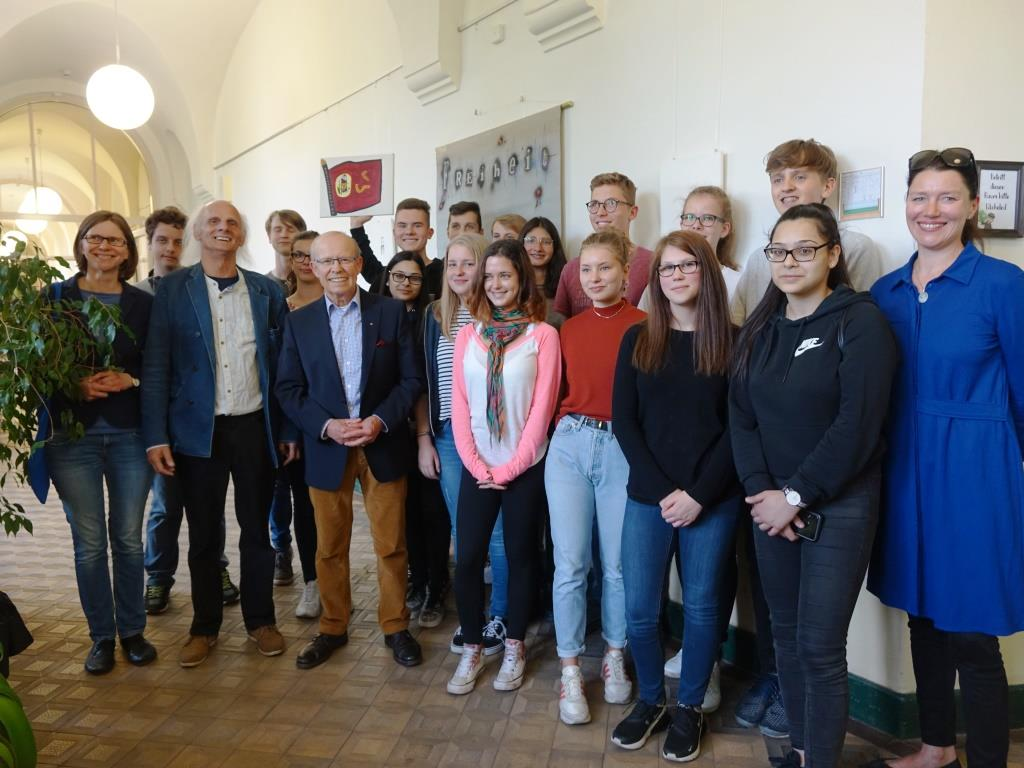 "Schülerprojekt ""Fluchthilfe in den Stasiknast"" - Schuelerprojekt Förderverein Gedenkstätte Andreasstraße"
